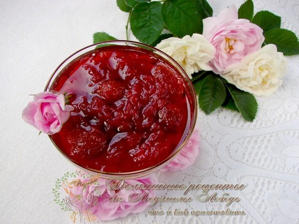 Как приготовить варенье из роз. Варенье из лепестков с клубникой