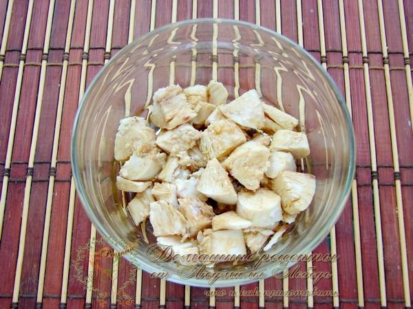 Простой и вкусный салат с курицей на Новый год