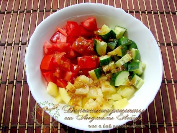 Салат с помидорами и сыром сулугуни на Новый год