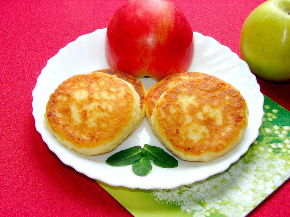 Как приготовить сырники из творога. Сырники с яблоком