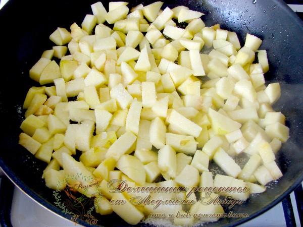 Тонкие блины на воде с яблоками