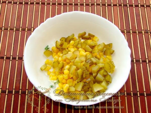 Салат с зелёным луком и яйцом
